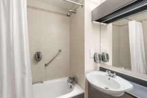 A bathroom at Days Inn Chesterfield - Tibshelf