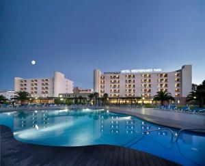 The swimming pool at or near Hotel Spa Mediterraneo Park