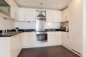 A kitchen or kitchenette at City Stay Serviced Apartments