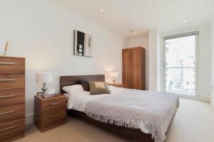 A bed or beds in a room at City Stay Serviced Apartments