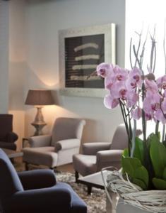 Een zitgedeelte bij Blue Woods Hotel