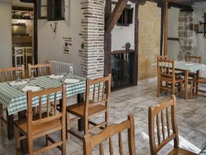 A restaurant or other place to eat at aCienLeguas