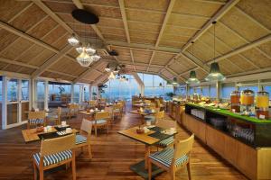 Um restaurante ou outro lugar para comer em Aston Canggu Beach Resort