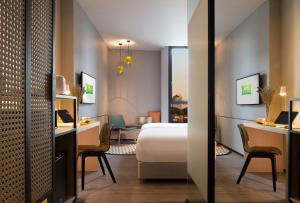 曼谷素坤逸拍崑崙宜必思尚品飯店房間的床