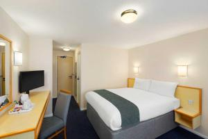 A bed or beds in a room at Days Inn Sutton Scotney South