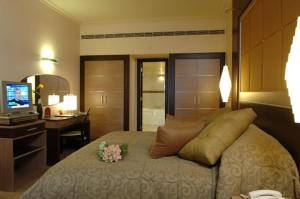 A bed or beds in a room at Regency Palace Hotel