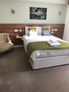 A bed or beds in a room at Great Western Hotel Swindon