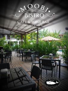 A restaurant or other place to eat at Oceano Boutique Hotel & Gallery