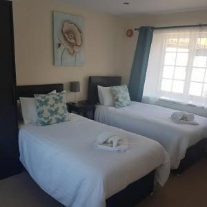 A bed or beds in a room at The Crown Inn at Giddeahall