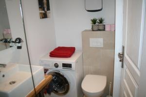 A bathroom at Gîte Pays D'Auge Lisieux Centre