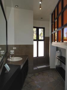 A bathroom at El Magnifico
