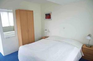 Een bed of bedden in een kamer bij Appartementen Bergen aan Zee de Schelp