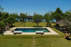 Ein Blick auf den Pool von der Unterkunft Puri Ganesha Homes by the BEACH oder aus der Nähe