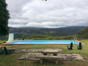 A piscina localizada em Quinta da Calçada ou nos arredores