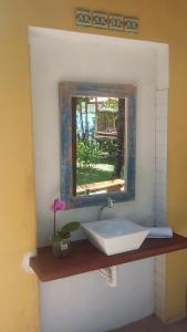 A bathroom at Casa da Arvore Apartamentos Pousada