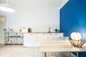 A kitchen or kitchenette at Dolce Vita apartment