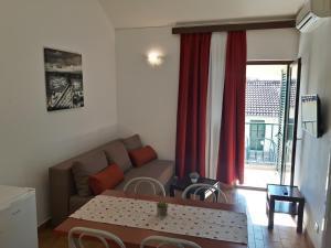 Een zitgedeelte bij Apartments Belvedere