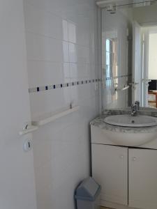 A bathroom at Résidence Fioravanti