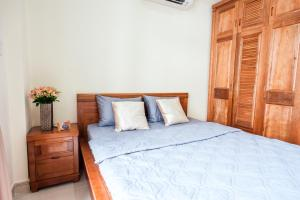 A bed or beds in a room at ID House - Nguyen Gian Thanh Apartment