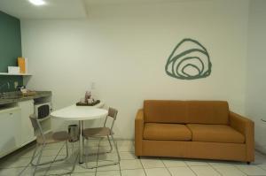 A seating area at Praia do Canto Apart Hotel