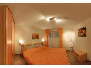 A bed or beds in a room at Kurparkresidenz Strandpromenade - Ferienwohnung 01