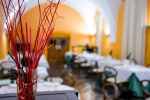 A restaurant or other place to eat at Hospedería Conventual de Alcántara