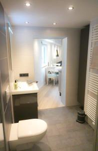 Ein Badezimmer in der Unterkunft Ferienwohnung Saalhausen Sauerland