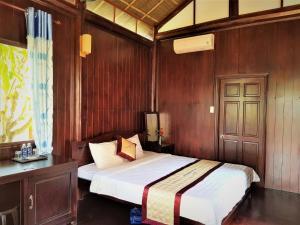 Кровать или кровати в номере Hung Vuong Resort