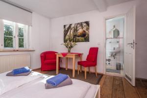 Ein Sitzbereich in der Unterkunft Goethezimmer Burgplatz