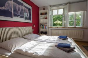 Ein Bett oder Betten in einem Zimmer der Unterkunft Goethezimmer Burgplatz