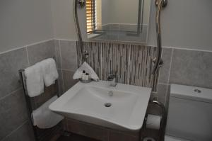 A bathroom at Air Leth Bed & Breakfast