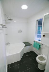 A bathroom at 3 Bedroom / 2 Bath Queenslander - Aeroglen