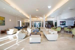 The lounge or bar area at Porto Galini Seaside Resort & Spa