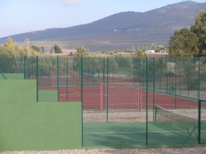 Tennis and/or squash facilities at Camping Riaza or nearby