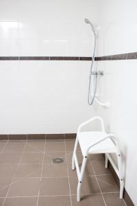 A bathroom at Ace Hôtel Caen Nord Mémorial