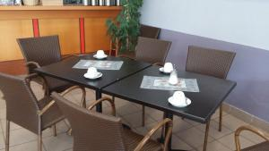 A restaurant or other place to eat at Hotel Vicinity