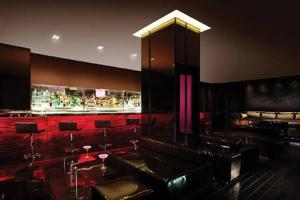 A restaurant or other place to eat at Luxury Suites at Palms Place