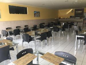 Um restaurante ou outro lugar para comer em Pousada Santos