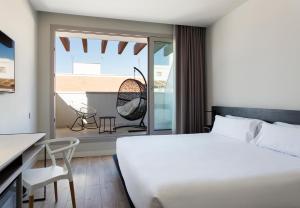 Llit o llits en una habitació de B&B Hotel Madrid Centro Puerta del Sol