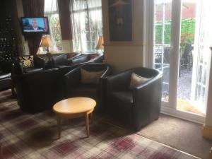 A seating area at Brookside Hotel & Restaurant