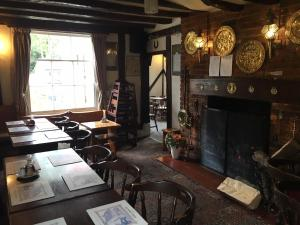 A restaurant or other place to eat at Sorrel Horse Inn
