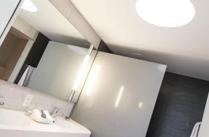 A bathroom at Parkhotel Zug
