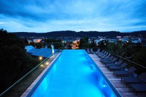 A view of the pool at Hotel Villa Hügel or nearby