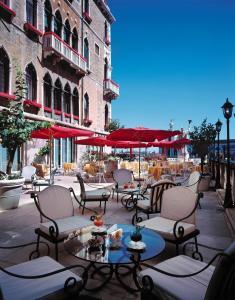 Een restaurant of ander eetgelegenheid bij Bauer Palazzo