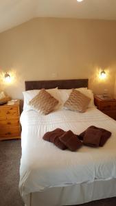 מיטה או מיטות בחדר ב-Ferndale Lodge