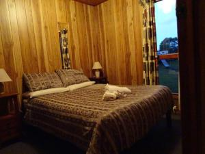 A bed or beds in a room at Crayfish Creek Van & Cabin Park