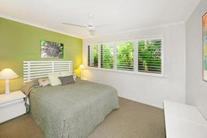 A bed or beds in a room at Noosa Shores Apartment 10