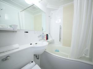 A bathroom at APA Hotel Kanda Ekimae