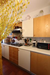 A kitchen or kitchenette at Mirage Apartment