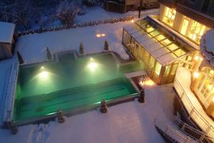A view of the pool at Impuls Hotel Tirol or nearby